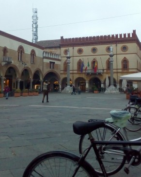 Ravenna-Piazza del Popolo- Performance19- Onico Giannetta